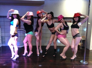 With the showgirls of Pole Dance Tokyo